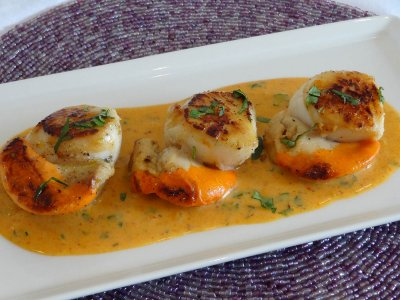 Pan Seared Scallops With a Thai Curry Coconut Cream Sauce